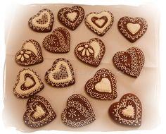 Galletas bordadas de chocolate. Chocolate Cookies embroidered.