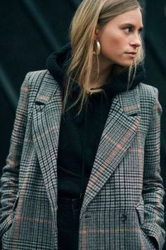 You are looking for stylish and trendy outfits for the cold winter . - Are you looking for stylish and trendy outfits for the cold winter days? Street Looks, Look Street Style, Street Styles, Mode Outfits, Fashion Outfits, Fashion Trends, School Outfits, Blazer Fashion, Plaid Fashion