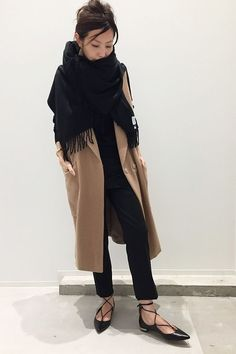 Cozy winter outfit in camel coat and black scarf