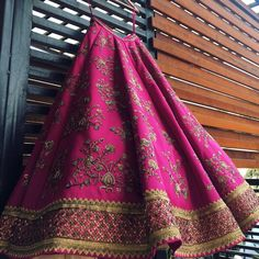 Indian Bridal Lehenga Designs That Are Hot This Wedding Season Indian Lehenga, Indian Gowns, Indian Attire, Red Lehenga, Designer Bridal Lehenga, Bridal Lehenga Choli, Indian Bridal Outfits, Indian Bridal Wear, Indian Wear