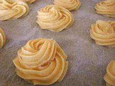 veterniky striekanie Donut Recipes, Baking Recipes, Cookie Recipes, Eastern European Recipes, Homemade Sweets, Czech Recipes, Christmas Sweets, Something Sweet, Desert Recipes