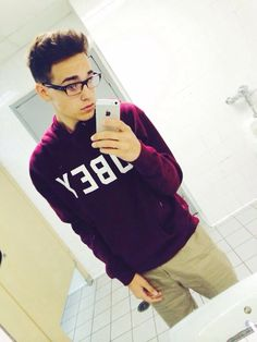 FC:Jacob Whitesides|| hey I'm Jacob I'm 17 and single, I addicted to making out with the gals and hanging out with friends. Introduce??