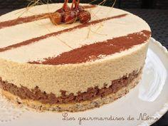 Entremet chocolat dulcey valrhona, mousse dulcey, croustillant gavottes pralinoise et génoise noisette, décor noisettes caramélisées