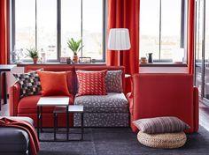 Семейные кинопросмотры, встречи с друзьями или уютные вечера с любимой книгой: гостиная – самое универсальное место встреч нашего дома. Трансформируйте пространство под любые занятия – выбирайте модульную мебель. Например, новые диваны ВАЛЛЕНТУНА. Устраивайтесь поудобнее и #будьтетакдома! На фото: 3-местный диван ВАЛЛЕНТУНА (69500.-) #IKEA #ИКЕА #ИКЕАРоссия