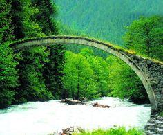 camperreis van 5 weken door Turkije: Groene brug in Turkije (Zwarte Zee)..