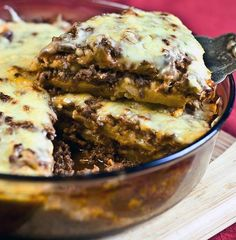 Gluten-free sweet potato vegetable lasagna recipe combines fresh pasta sauce, sweet potatoes, ground meat, cheeses, eggs and spices for amazing flavor. Vegetable Lasagna Recipes, Potato Vegetable, Paleo Lasagna, Zucchini Lasagna, Beef Recipes, Real Food Recipes, Cooking Recipes, Healthy Recipes, Hamburger Recipes
