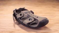 Para ajudar crianças carentes, homem cria sapatos que aumentam de tamanho - Mega Curioso