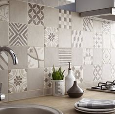 A cement tile effect in my kitchen Home Interior, Kitchen Interior, Kitchen Decor, Interior Design, Küchen Design, Tile Design, House Design, Kitchen Splashback Tiles, Kitchen Flooring