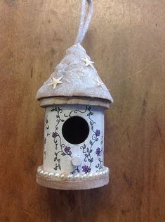 Adorable Sparkling Starfish Bird House with Hand drawn Pretty Purple Flowers on a Vine all around. Pearls around Base too! Approximate Size: X plus a rope hanger. Wooden Bird Houses, Bird Houses Painted, Decorative Bird Houses, Painted Birdhouses, Round House, Easy Woodworking Projects, Small Birds, Bird Cage, House Painting