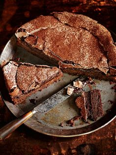 Chocolate Meringue Cake _ Donna Hay - Recipes _ + This cake is supposed to look rustic and uneven – don't be alarmed if it cracks or collapses a little. Just Desserts, Delicious Desserts, Yummy Food, Baking Recipes, Cake Recipes, Dessert Recipes, Baking Desserts, Cake Baking, Dessert Food