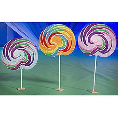 The one-sided Sweet Lollipop Set features three brightly colored old fashioned lollipops. Our free-standing lollipop prop set measures 5 to 6 feet high x 2 feet 4 inches.