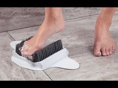 Exfoliate and massage feet without bending over. Soft inner bristles gently massage while stiff outer bristles buff away rough skin. Listerine Foot Soak, Piercings, Foot Odor, Moda Emo, Cleaning Day, Cleansing Gel, Foot Massage, Feet Care, Smell Good