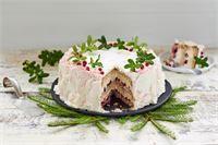 Valkosuklaa-puolukkatäytekakku Christmas Baking, Let Them Eat Cake, Deli, Cheesecake, Deserts, Sweets, Recipes, Food, Google