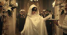 Emma Stone, Cruella Costume, White Cloak, Cruella Deville, Batman And Catwoman, Dark Disney, Celebrity Outfits, Celebrity Clothing, Adrien Agreste