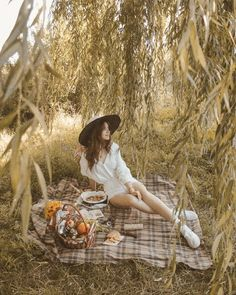идеи фото на природе: 6 тыс изображений найдено в Яндекс.Картинках Picnic Photography, Summer Photography, Girl Photography, Debut Photoshoot, Insta Photo Ideas, Summer Photos, Photoshoot Inspiration, Photo Poses, Pictures