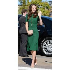 From Victoria to Vancouver, Kate Middleton's Canadian tour wardrobe has been flawless. One style lesson, however, has proven most prominent: committing to color. Outfits 2016, Cool Outfits, Fashion Outfits, Ukraine, Editorial Magazine, Kate Middleton Style, Office Looks, Couture, International Fashion