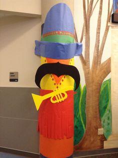 Column decorations - Mariachi player