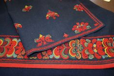 Folk Embroidery, Going Out Of Business, Traditional Dresses, Norway, Folk Art, Textiles, Wallet, Sewing, Costumes