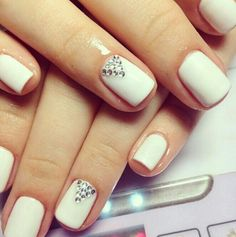 awesome This would be cute with nude nails. Sparkle Nails, Fancy Nails, Bling Nails, Shellac Nails, Nude Nails, Nail Manicure, White Shellac, White Nail, Gorgeous Nails