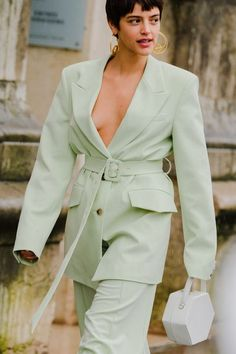 The Best Street Style Looks at Paris Fashion Week Fall 2020 Cool Street Fashion, Paris Fashion, Fashion 2020, High Fashion, Summer Shorts Outfits, Outfit Summer, Autumn Street Style, Street Style Looks, Fashion Outfits