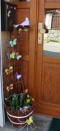 Naše jarní výzdoba Diy And Crafts, Easter, Plants, Home Decor, House Entrance, Weaving, Decoration Home, Planters, Interior Design