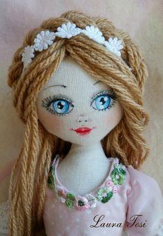 Primo piano www.facebook.com/fattoconamorelaura #cucitocreativo #cucitoamano #bambola #handmade #blueeyes  #doll #creativemamy #lemaddine #lovehandmade #mvcreativemamy