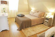 L'Astuce déco d'Aurélie Hémar : relooker une chambre dans un esprit campagne chic - Côté Maison Home Staging, Shabby Chic, Bed, House, Furniture, Home Decor, Couture, Architecture, Desserts