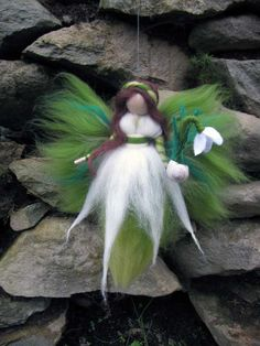 Artículos similares a Snowdrop, Needle Felted Wool fairy, Nature fairy, Waldorf inspired fairy doll en Etsy Wet Felting, Needle Felted, Fairy Crafts, Felt Crafts, Diy Laine, Wool Felt, Felted Wool, Felt Angel, Felt Fairy