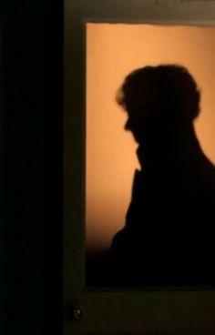 #wattpad #fan-fikce Sherlock se vrací domů a zjišťuje, že Kate má novou známost. Je z toho zmatený, hlavně když ho udeří do tváře. Zmatený a zamilovaný odejde a Kate mezitím přehodnotí svůj stávající vztah. Když ale chce Sherlocka vidět, unesou ji. Sherlock ji s jejím přítelem zachrání, ale co Kate? Jaký vztah zvolí?