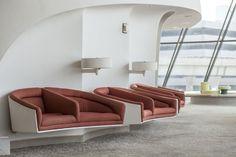 Il fotografo – e amante – di New York Max Touhey ha catturato le ultime immagini del terminal progettato nel 1962 da Eero Saarinen al John F. Kennedy International Airport prima della sua trasformazione in un hotel.