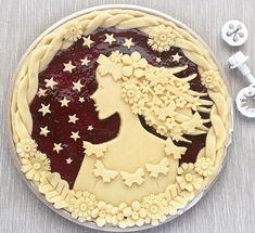 Woman in a tart Just Desserts, Delicious Desserts, Beautiful Pie Crusts, Tart Crust Recipe, Pie Crust Designs, Pie Decoration, Holiday Pies, Novelty Cakes, Pie Dessert