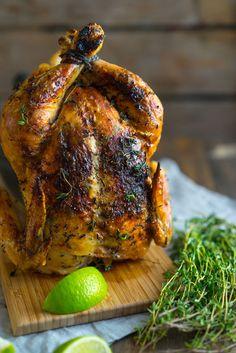Есть хорошая традиция - запекать в новогоднюю ночь целую курочку. В процесс можно вовлечь и детей, которые с задором будут обрывать веточки тимьяна, смазывать куриц…