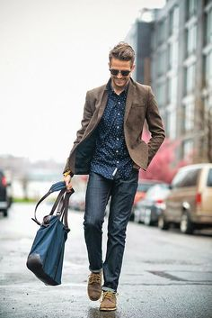 Choose a brown wool blazer and navy skinny jeans to look classy but not particularly formal. Show your sartorial prowess with a pair of brown suede derby shoes.  Shop this look for $241:  http://lookastic.com/men/looks/skinny-jeans-derby-shoes-sunglasses-blazer-longsleeve-shirt-tote-bag/4659  — Navy Skinny Jeans  — Brown Suede Derby Shoes  — Black Sunglasses  — Brown Wool Blazer  — Navy and White Polka Dot Longsleeve Shirt  — Blue Canvas Tote