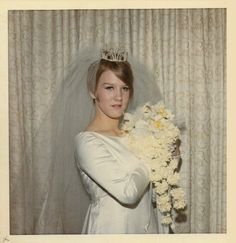 fifties-sixties-everyday-life:Bride, circa 1967.