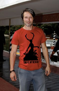 Mads (Hannibal Lecter) looking very dashing in an awesome T-shirt