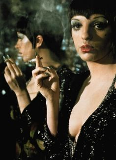 liza minelli in cabaret // green nails!
