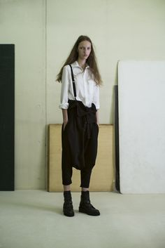Y's by Yohji Yamamoto S/S Sarouel pants & braces fan Look Fashion, High Fashion, Womens Fashion, Paris Fashion, Fashion News, Sarouel Pants, Style Parisienne, Style Personnel, Ellie Saab