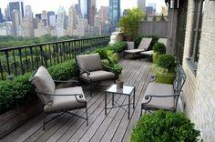 brise-vue balcon à l'aide de buis dans des pots de fleurs