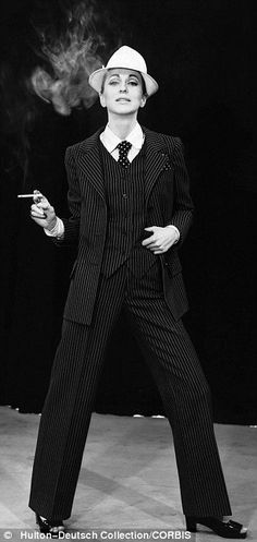 Yves Saint Laurent muse who inspired his 'le smoking' tuxedo for women auctions her haute couture wardrobe, including a ostrich feather dress Luquet inspired YSL's 'le smoking' tuxedos for women because of her petite, androgynous look Ysl, Androgynous Look, Androgynous Fashion, Androgynous Models, Yves Saint Laurent, Style Androgyne, Le Smoking, Dandy Style, Smoking Jacket