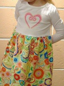 Vanessa from Punkin Patterns shows how to make a cutet-shirt dress for little girls. The skirt is made from pretty yardage, and the bodice from a plain t-shirt.Sheuses freezer paper stencil ad…