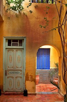 Moroccan architecture style colors and culture Marrakech, Morocco Moroccan Design, Moroccan Style, Old Doors, Windows And Doors, Marrakech Morocco, Moorish, Closed Doors, Doorway, Architecture