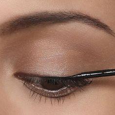 L'eye-liner, step by step - Diaporama photo Self Concious, Eye Makeup Tips, Health And Beauty Tips, Eye Make Up, Beauty Hacks, Organza Saree, Eye Liner, Hair, Magazine