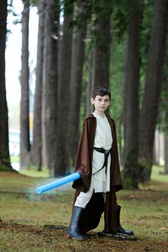 Get the details of how to create these Star Wars costumes for Obi-Wan and Anakin //Delia Creates