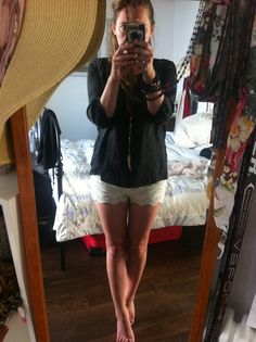 Cream Lace hotpants x