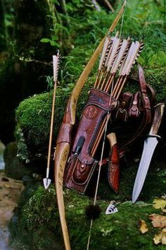 Archery, large side-quiver, bow and hunting knife Get Recurve Bows at… Crossbow Hunting, Archery Hunting, Hunting Gear, Diy Crossbow, Crossbow Arrows, Hunting Knives, Coyote Hunting, Archery Gear, Pheasant Hunting