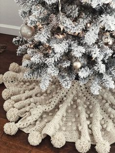 Get in the holiday spirit and decorate your Farmville Farm for Christmas. The first thing to do to decorate your … Rose Gold Christmas Decorations, Christmas Tree Themes, Christmas Diy, Christmas Skirt, Crochet Christmas, Christmas Angels, Holiday Decorations, Vintage Christmas, Xmas