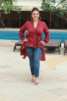 Nithya Menon Photos at Mission Mangal Movie Media Interactions at Juhu. Most Beautiful Indian Actress, Beautiful Actresses, Beauty Full Girl, Beauty Women, Hot Actresses, Indian Actresses, Girl Actors, Nithya Menen, Tamil Actress Photos