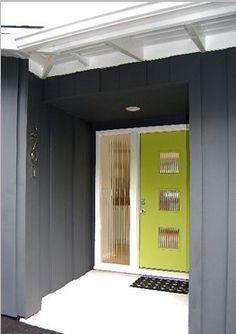 34 New Ideas House Front Modern Design Exterior Colors Mid Century Modern Door, Mid Century Exterior, Mid Century House, Modern Exterior, Interior Exterior, Exterior Paint, Exterior Design, Exterior Color Schemes, Exterior House Colors