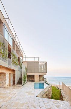Casa Bastida de bosch.capdeferro, camuflaje en la Costa Brava. - diariodesign.com