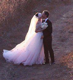 Anne Hathaway & Adam Schulman's Big Sur wedding!